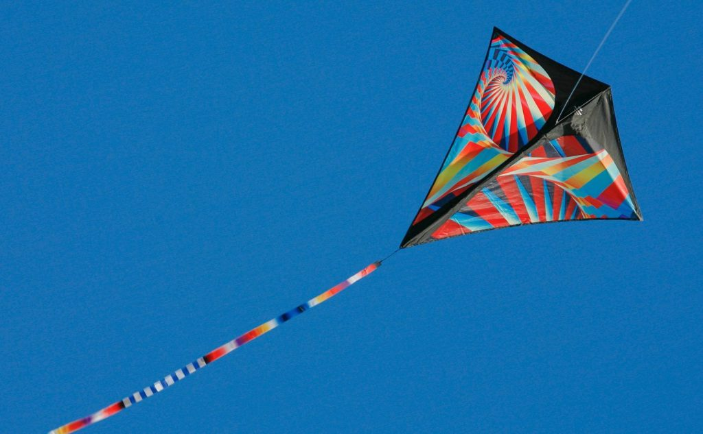 prism-kites-stowaway-diamond-p1-flying-sky