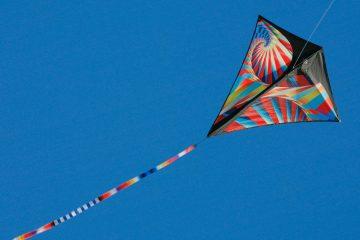 prism-kites-stowaway-diamond-p1-flying-sky
